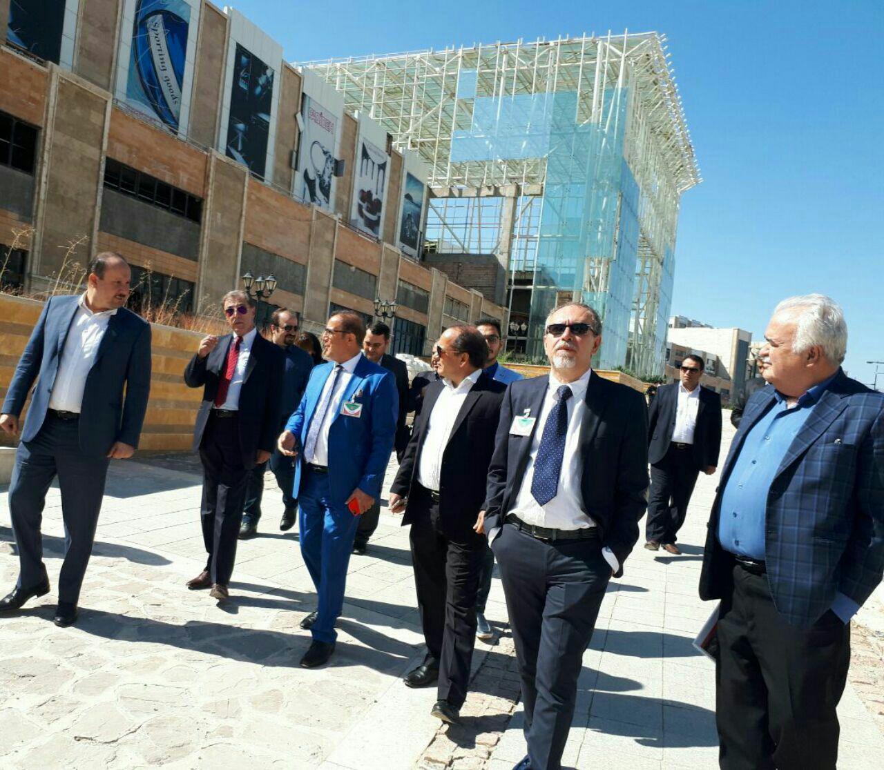 بازدید هیات سرمایه گذار ایتالیایی از مجموعه پدیده شاندیز و برگزاری جلسه مشترک