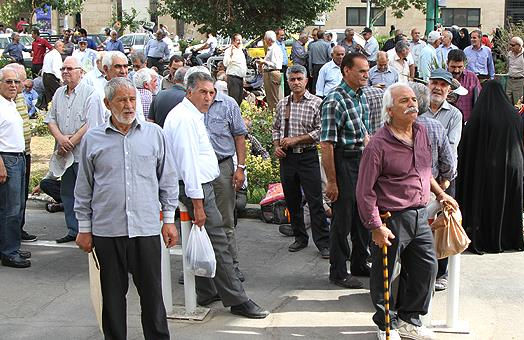 تجمع سهامداران پدیده شاندیز مقابل مجلس