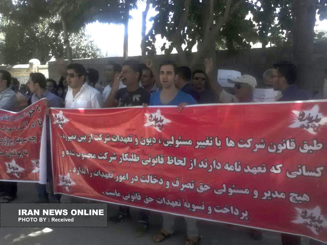 تجمع سهامداران پدیده شاندیز مقابل دادگاه انقلاب مشهد